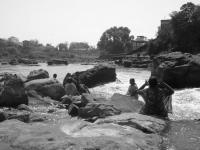 Meditazione al fiume - Brahmapuri